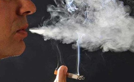 ¡Fumadores con más riesgos de contraer COVID-19!